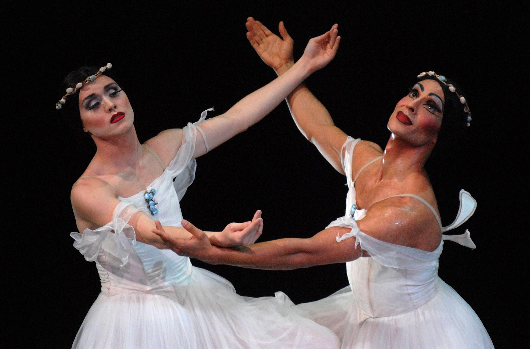 Występ męskiego zespołu baletowego Trockadero de Monte Carlo z Nowego Jorku w Teatrze Muzycznym w Gdyni.