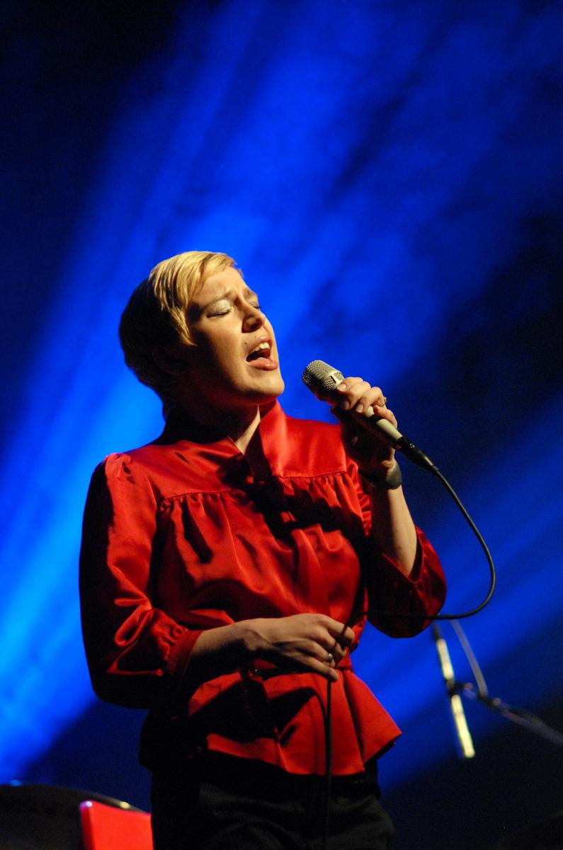 Wokalistka jazzowa Aga Zaryan podczas koncertu w ramach Ladies' Jazz Festival by SEAT w Gdyni.