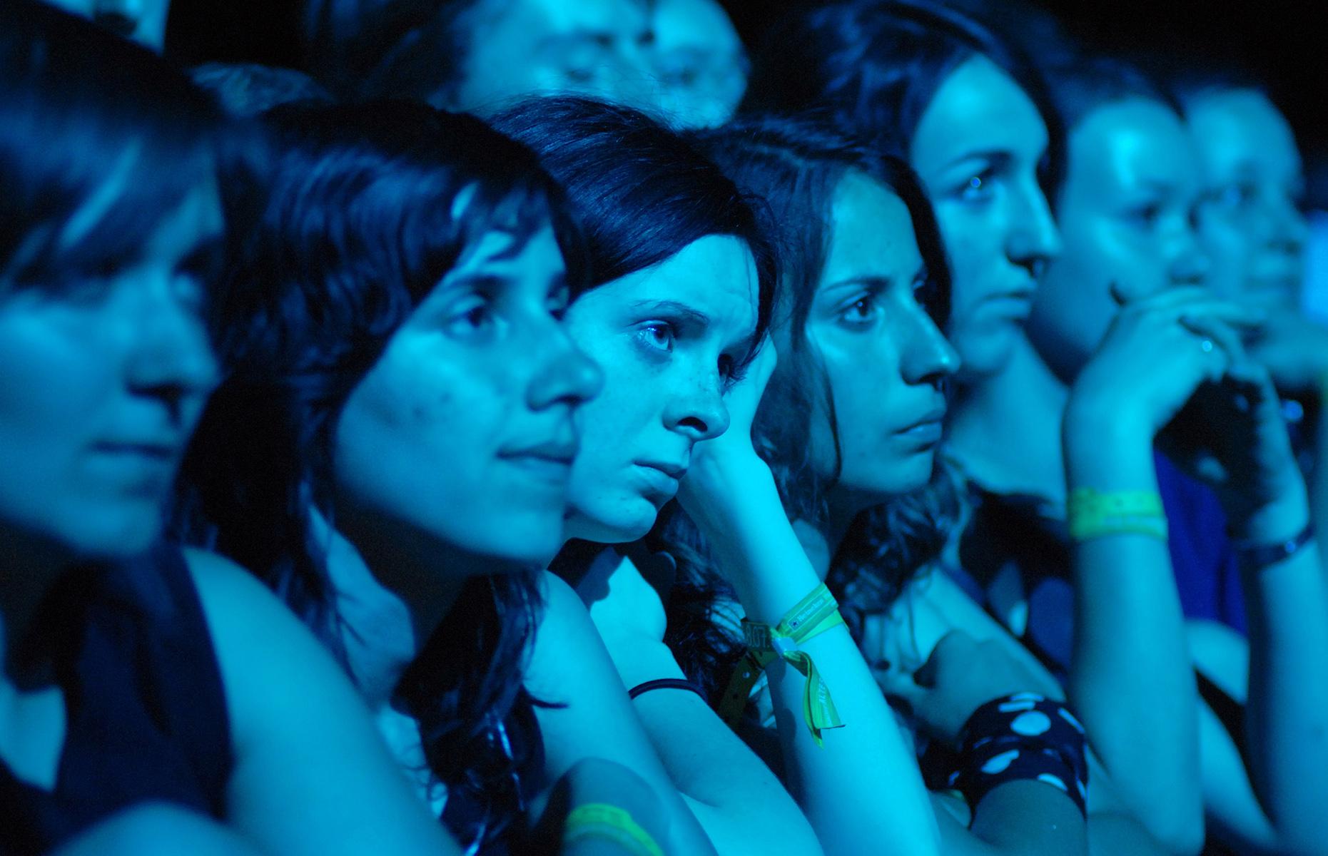 Fanki zespołu Sigur Ros podczas koncertu na festiwalu muzycznym Open'er Festival w Gdyni.